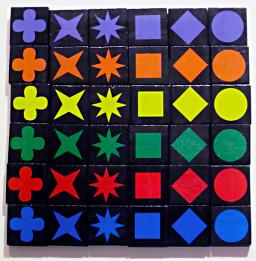 Ideale Anordnung von 36 Qwirkle-Steinen auf einem Tisch- Foto: Lisa Mirlina und Felix Dehnen